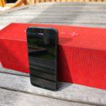 Größenvergleich der Big Jambox mit einem iPhone 5
