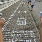 In China wurde jetzt die erste Smartphone-Spur auf dem Gehweg eingerichtet