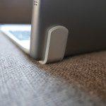 Bild der BrydgeAir Tastatur mit eingeklemmten iPad Air 1