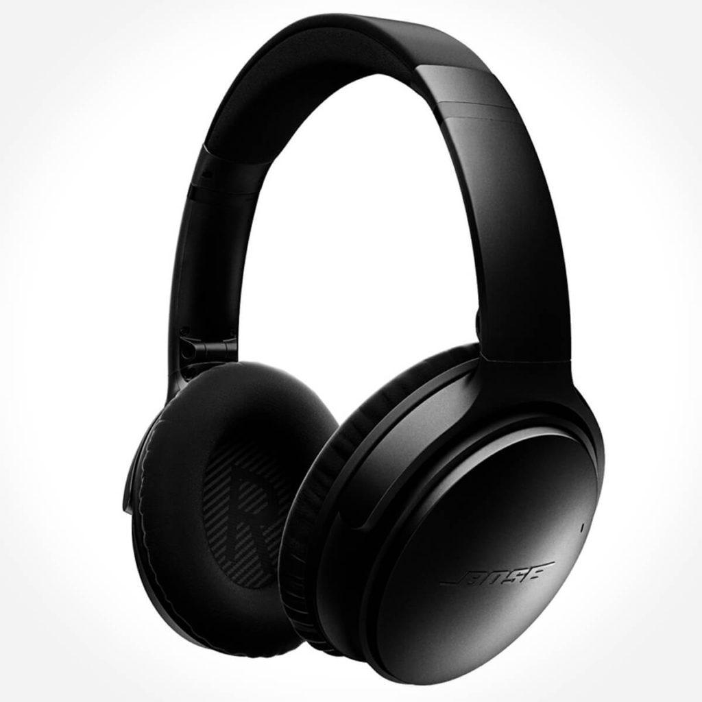 Der Bose QC35 ist ein kabelloser Bluetooth-Over-Ear-Kopfhörer, der nicht nur tadellos Umgebungsgeräusche unterdrückt, sondern auch lange Zeit bequem zu tragen ist.