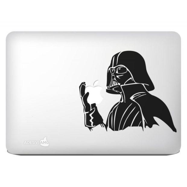 Ein hungriger Darth Vader als Aufkleber fürs MacBook
