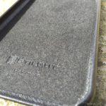 Das feine Microfleece auf der Innenseite schützt das iPhone vor Kratzern.