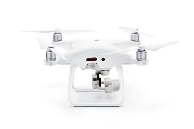 Die neue DJI Phantom 4 Pro Video- und Foto-Drohne mit 4K Videoaufnahme, 7 km Full-HD Videoübertragung, 30 Meter Hinderniserkennung vorn und hinten sowie vielen weiteren ausgefeilten Specs; Bildquelle: dji.com