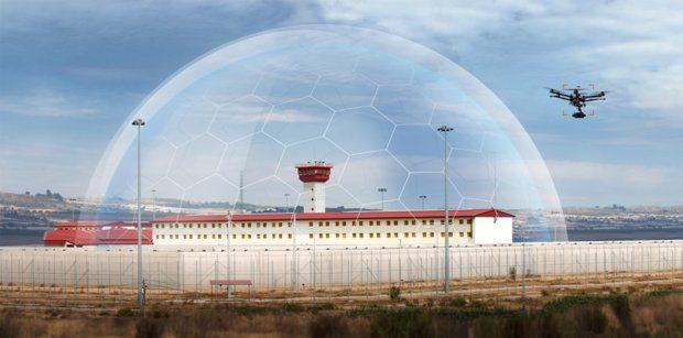 Für ein Gefängnis kann sich der Schutz vor Drohnen lohnen. Die Deutsche Telekom bzw. Magenta Security bietet gemeinsam mit Dedrone den DroneTracker zur Erkennung von Multicoptern an.