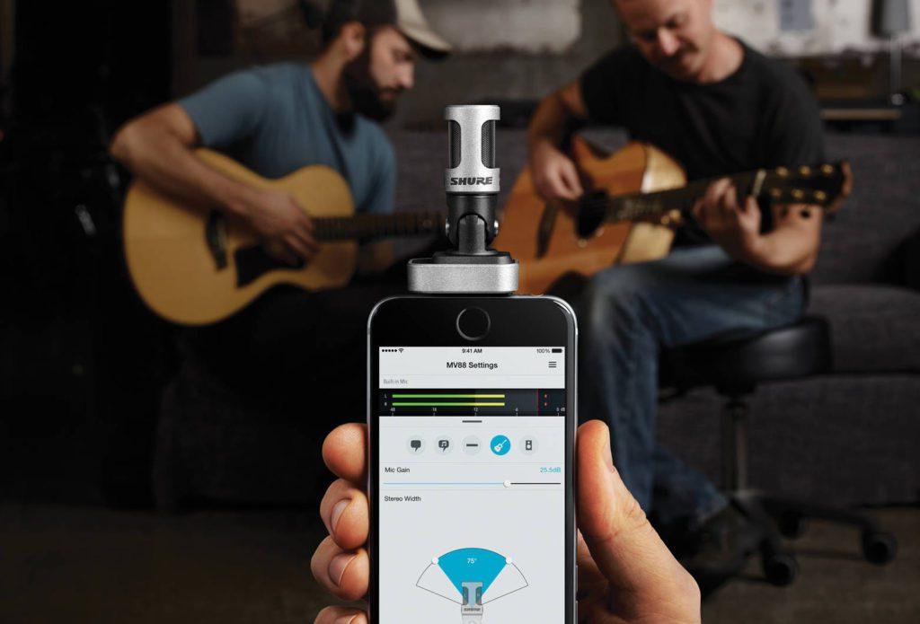 Digitales iPhone-Stereomikrofon mit Lightning-Anschluss: Das Shure MV88 ist die richtige Wahl für Musiker, Podcaster und Presseleute (Foto: Shure).