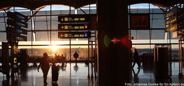 Auf dem Flughafen in Madrid habe ich gute Erfahrungen mit dem WLAN gemacht. Messenger nutzen, um Bescheid zu geben, dass man gut angekommen ist oder gleich abfliegt, funktioniert auf jeden Fall.