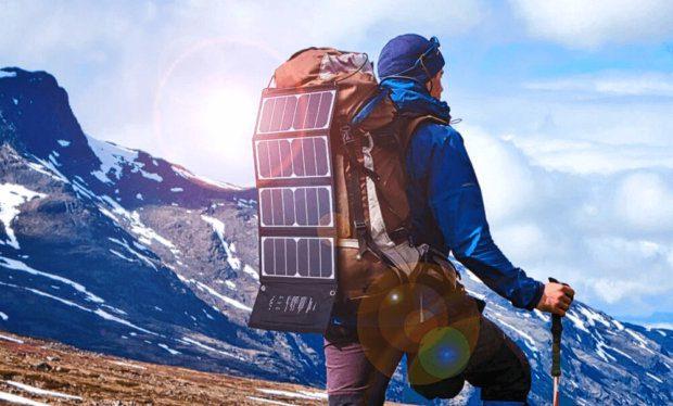 Deutlich wirkungsvoller als normale Solar-Powerbanks: das Solar-Ladegerät von RAVPower in Verbindung mit einer eigenen Powerbank (Bezugsquelle: Amazon).