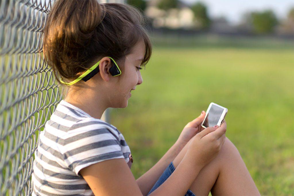 Der Trekz Titanium Mini ist der Knochenschall-Kopfhörer für Kinder – natürlich auch mit Bluetooth-Übertragung.