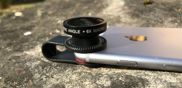 So sieht das Aufsatz-Objektiv am iPhone 6 aus. Die Montage ist reacht einfach, wenn das Smartphone eine Ausstülpung beim Kameraobjektiv hat.