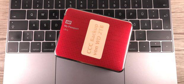 Ein Fusion Drive kann man an jedem Mac auslesen, wenn man beide Festplatten in ein USB-Gehäuse baut und diese gleichzeitig an den Mac steckt.