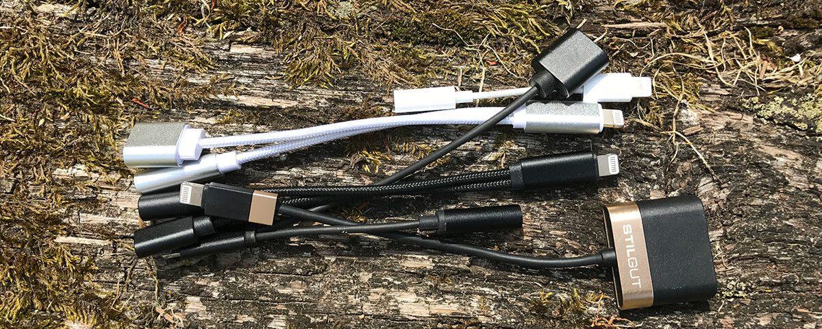 Im Test habe ich eine ganze Handvoll unterschiedlicher Adapter, die in den Lightning-Port passen und auf der anderen Seite eine Lightning-Buchse und eine 3,5mm Kopfhörer-Buchse anbieten (Foto: Sir Apfelot)..