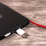 Flache 3-in-1 Powerbank mit Lightning, USB-C und Micro-USB Stecker