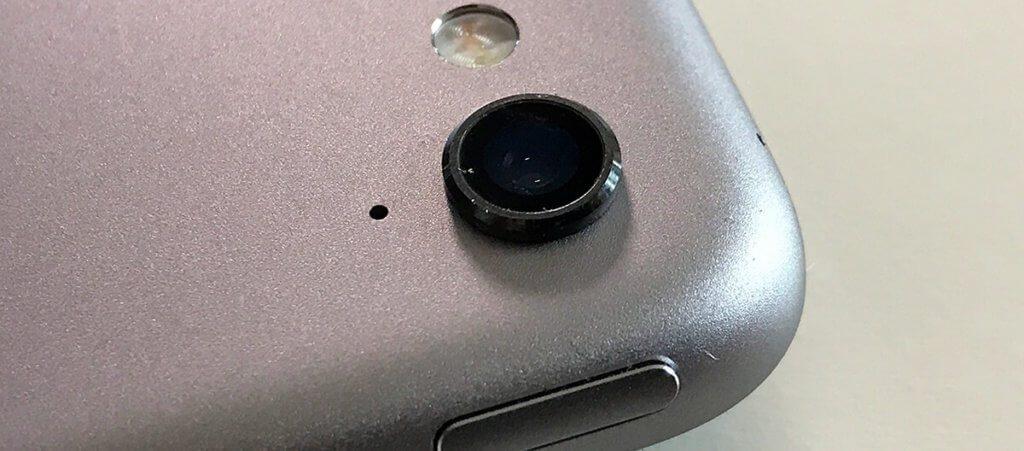 Die Frontkamera des iPad Pro 9,7 Zoll steht – wie beim iPhone auch – aus dem Gehäuse heraus. Hier passt die kleinste Größe der Webcam Aufkleber gut.