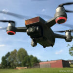 DJI Quadrocopter ohne Propellerschutz in der Luft
