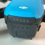 Rückseite der Spark mit Power-Button am Akku