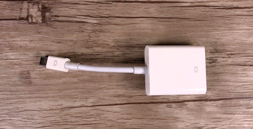 Der Apple USB 3.1 Typ-C auf VGA-Adapter ist von der Kompatibilität empfehlenswert, aber leider auch nicht ganz preiswert..