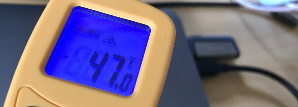 Die hohe Temperatur von 47 °C entsteht nur, wenn man den Stick über den USB-C Stecker anschließt. Ein Risiko stellt diese Erwärmung jedoch nicht dar.