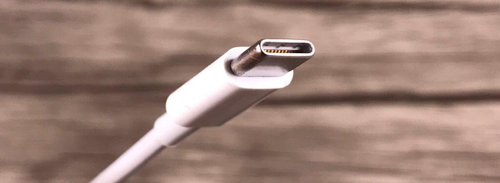 Der USB 3.1 Typ-C Stecker ist klein, aber unheimlich leistungsstark, was die Funktionalität und den Datendurchsatz betrifft. Nicht ohne Grund hat Apple bei allen neuen MacBooks darauf gesetzt.