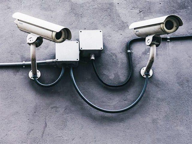Unzureichend geschützte Sicherheitskamera als Eldorado für Kriminelle, Einbrecher und Identitätsdiebstahl