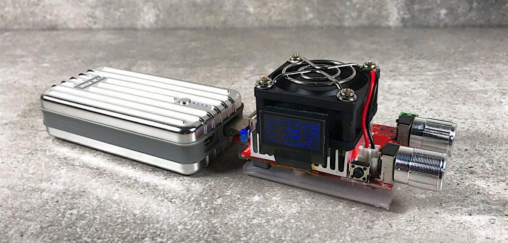Für die Messungen habe ich unter anderem einen elektronischen Lastwiderstand genutzt, der einen konstanten Widerstand simuliert und so eine dauerhafte Belastung für die Powerbank erzeugt.