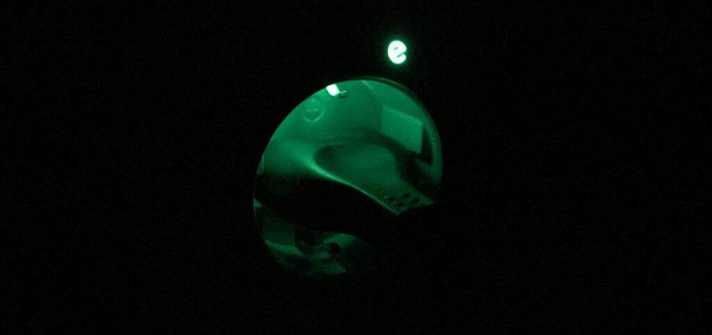 Die Steckdose leuchtet nur im eingeschalteten Zustand und ist dann immernoch sehr dezent.