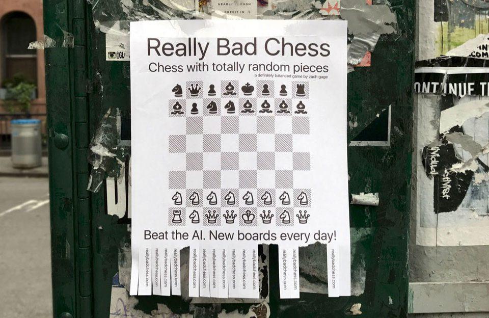 Die Webseite des Schachspiels ist sehr nett gestaltet und zeigt schon die unorthodoxe Art des Entwicklers. ;-) (Quelle: http://reallybadchess.com/)