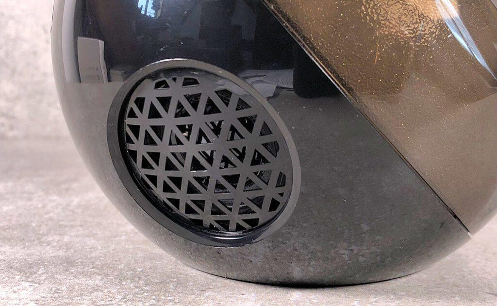 Die kleinen Lautsprecher in der Kugel können natürlich keinen Riesenbass produzieren.
