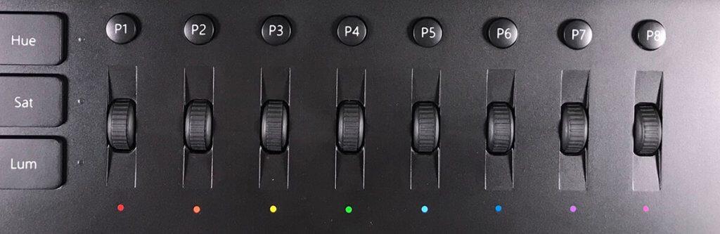 """Im oberen Bereich des Bildmischpults findet man die Scrollräder für die detailierten Farbkorrekturen sowie die frei programmierbaren Buttons – was am Aufbau der Bedienelemente """"wirr"""" sein soll, kann ich beim besten Willen nicht nachvollziehen."""