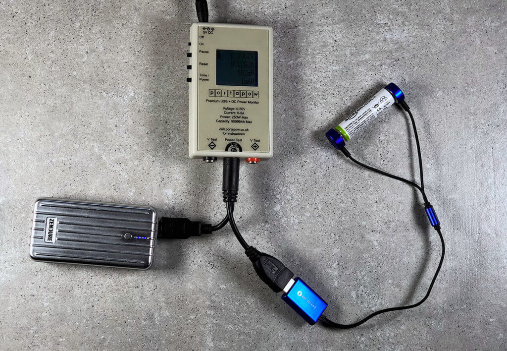 Mit dem USB-Multimeter nachgemessen: Das Olight UC verbraucht bei mir unter Last nur knapp über 500 mA und ist damit auch für USB 2.0 Ports geeignet.