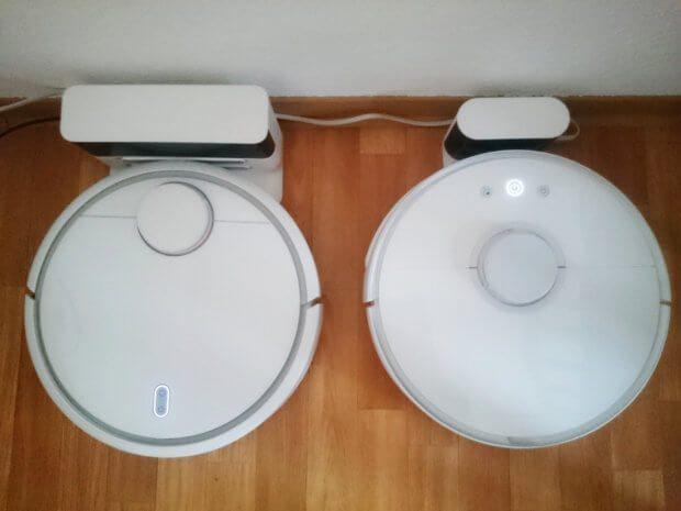 Vergleich von Xiaomi Mi 1 (links) und Roborock S50 (rechts) jeweils mit Ladestation.