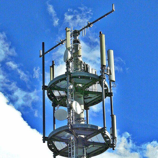 Der Ausbau von LTE-Funkmasten ermöglicht auch schnelles Internet auf dem Land – leider zu hohen Kosten der Benutzer (Foto: Pixabay).