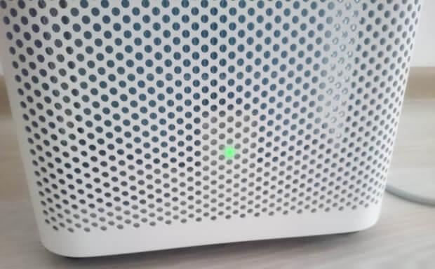 Die grüne LED zeigt, dass das Raumklima gut und die Feinstaubbelastung niedrig ist.