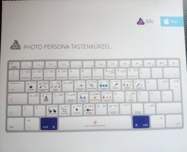 Am Ende des Buches warten Spickzettel mit Tastenkürzeln zum Heraustrennen auf euch (für Mac mit macOS und PC mit Windows).