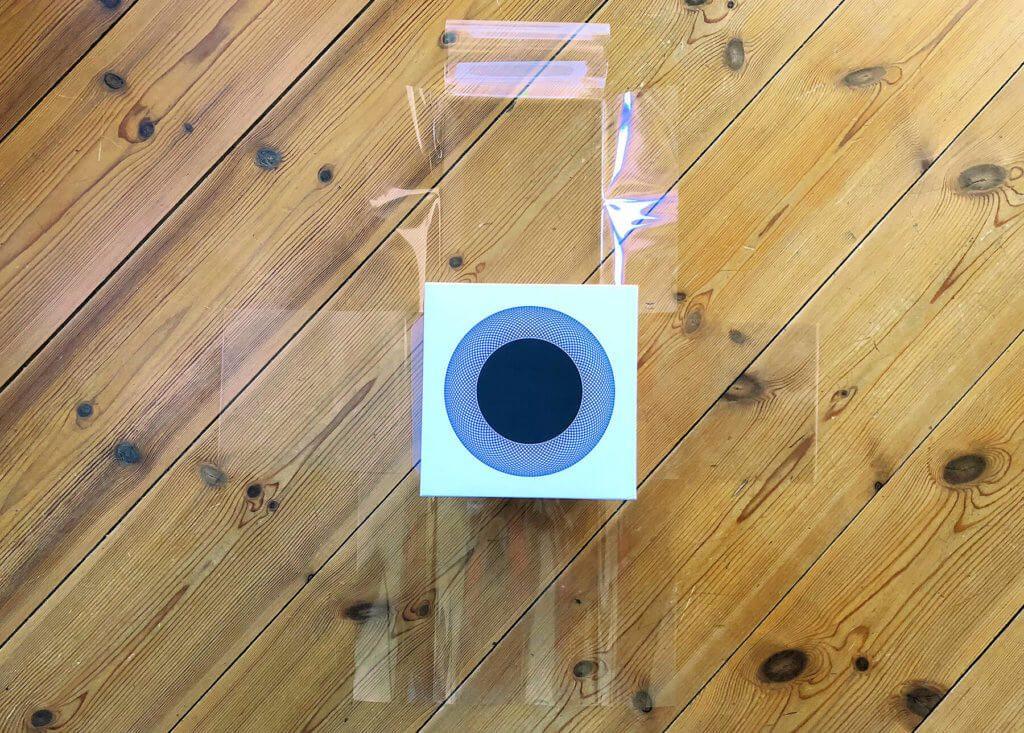Die Folienverpackung des Smarthome-Lautsprechers zeigt schon eine gewisse Detailverliebtheit, die man bei Apple-Produkten gerne sieht.
