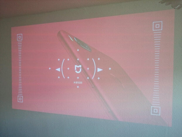Beim Autofokus wird ganz unauffällig ein weiteres Xiaomi-Produkt beworben.
