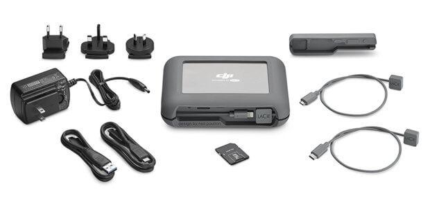 Der Lieferumfang der LaCie BOSS-Festplatte für den Einsatz vor Ort, an Set und Fotokulisse bietet alles, was ihr braucht. Außer vielleicht ein iPhone ;)