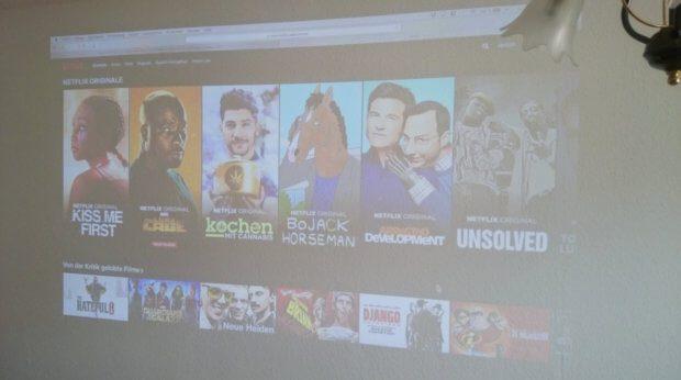 Wie oben schon erwähnt, kann man per Computer am Xiaomi Mijia Projektor natürlich auch Netflix schauen.