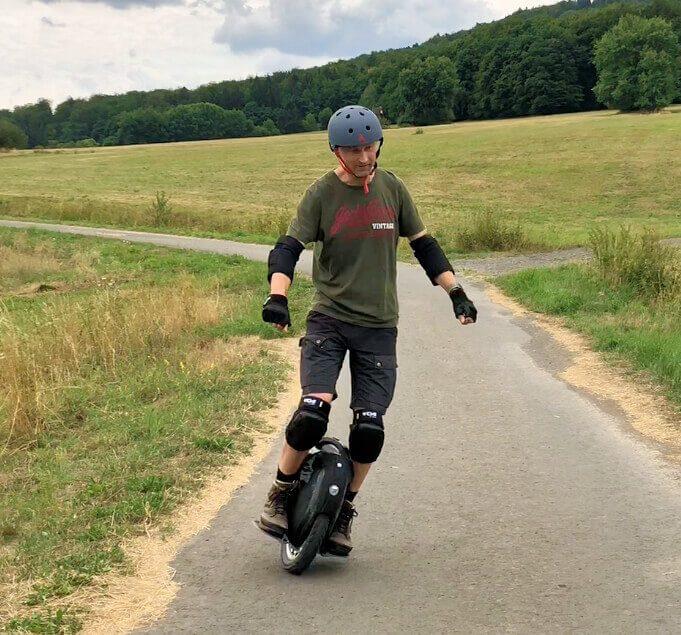 Elektrisches Einrad fahren Foto