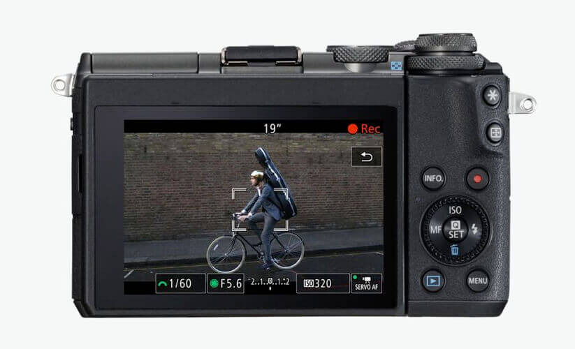 Eines der Haupteinsatzgebiete für die EOS M6 von Canon ist sicher das Filmen. Viele Blogger und Vlogger setzen die Kamera aufgrund ihrer Größe und Leistung gerne im Alltag ein (Foto: Canon).