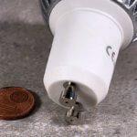 Foto: LED mit GU10-Sockel im Vergleich zu 1-Cent-Stück