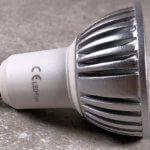 Foto: LED Lampe mit GU10 Sockel in der Seitenansicht