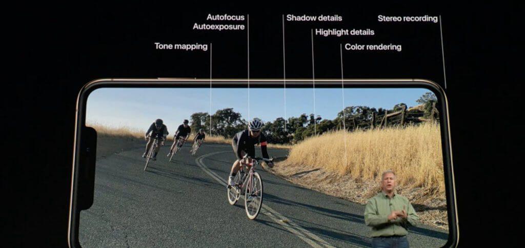 Das iPhone Xs (Max) nimmt Video in 4K auf, auch bei schwierigen Lichtverhältnissen in guter Qualität. Der Stereo-Sound kommt durch 4 Mikrofone zustande.