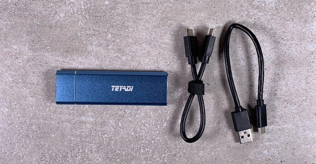 Der Lieferumfang des Teyadi Flash-Speichers umfasst Kabel für USB-A und USB-C Buchsen.