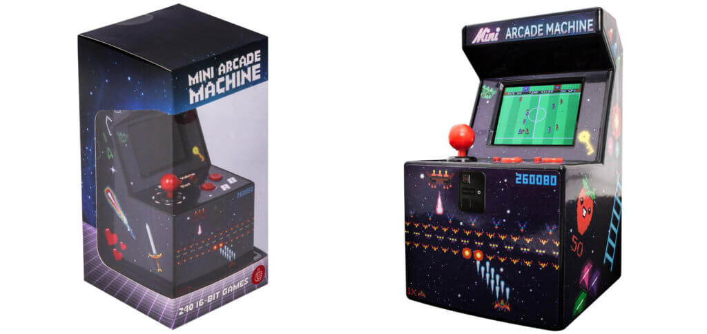 """Für die Generation Pac-Man: Die """"Thumbs Up"""" Mini-Retro-Konsole mit 240 vorinstallierten Spielen in 16 Bit Optik. Bilderquelle: Thumbs Up / Amazon"""