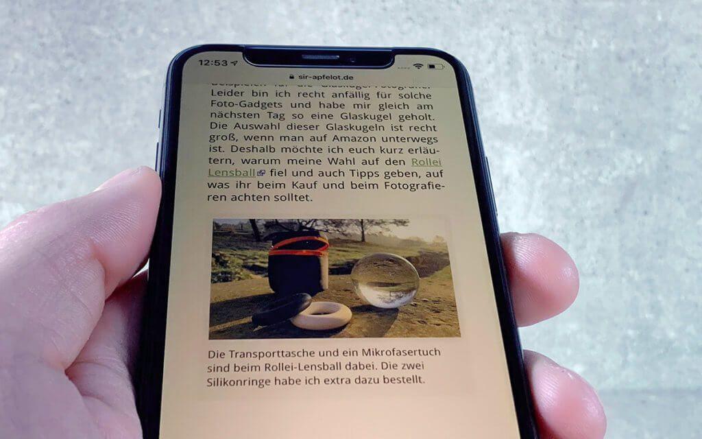 Kippt man das iPhone nach hinten weg, ändert sich an der Ansicht nur wenig. Bitte auf dem Foto das leicht rötliche Display ignorieren. Ich habe immer NightShift an, was diese Rotfärbung macht.