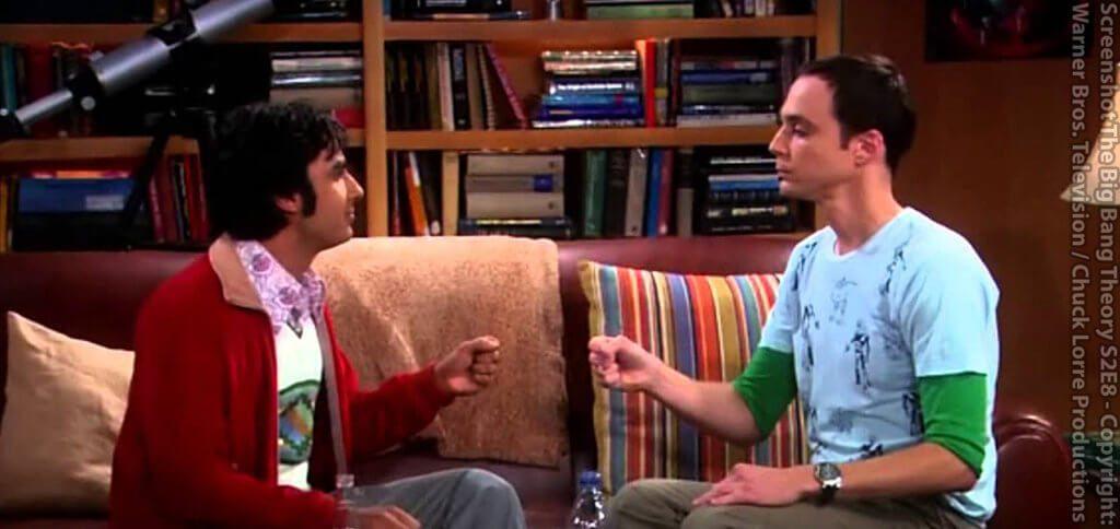 The Big Bang Theory - In Staffel 2, Episode 8 erklärt Sheldon das Spiel Stein, Papier, Schere, Echse, Spock, um es mit Rajesh für eine Entscheidungsfindung zu spielen. Hier findet ihr die Schere, Stein, Papier, Echse, Spock Regeln ebenfalls.