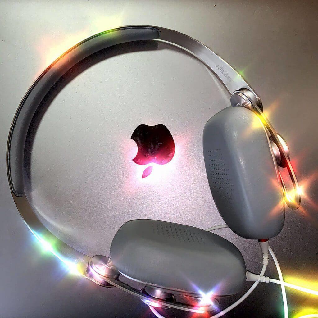Meine moshi-Kopfhörer auf dem MacBook Pro.