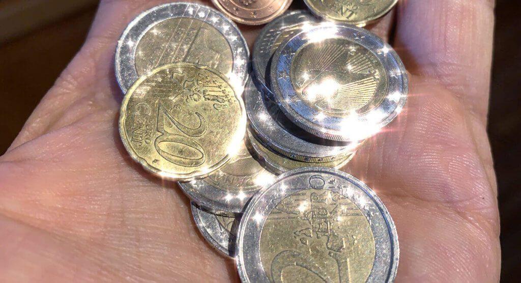 Auch Geld sieht durch die Foto-App kirakira+ gleich viel wertvoller aus.