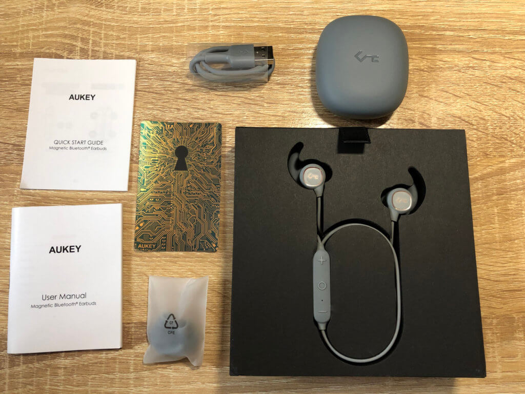 Hier der Lieferumfang der neuen Kopfhörer.