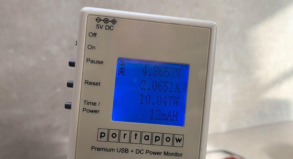 Die Messung zeigt, dass die Zendure A8 die meiste Zeit mit ca. 10 Watt geladen wird.